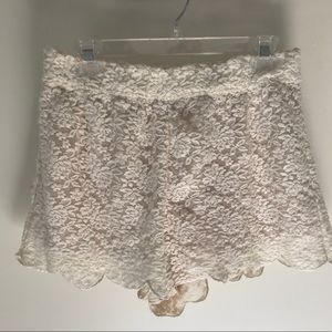 Free People lace scalloped shorts off - white